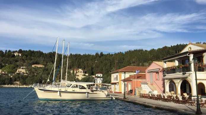 vastliggende boot