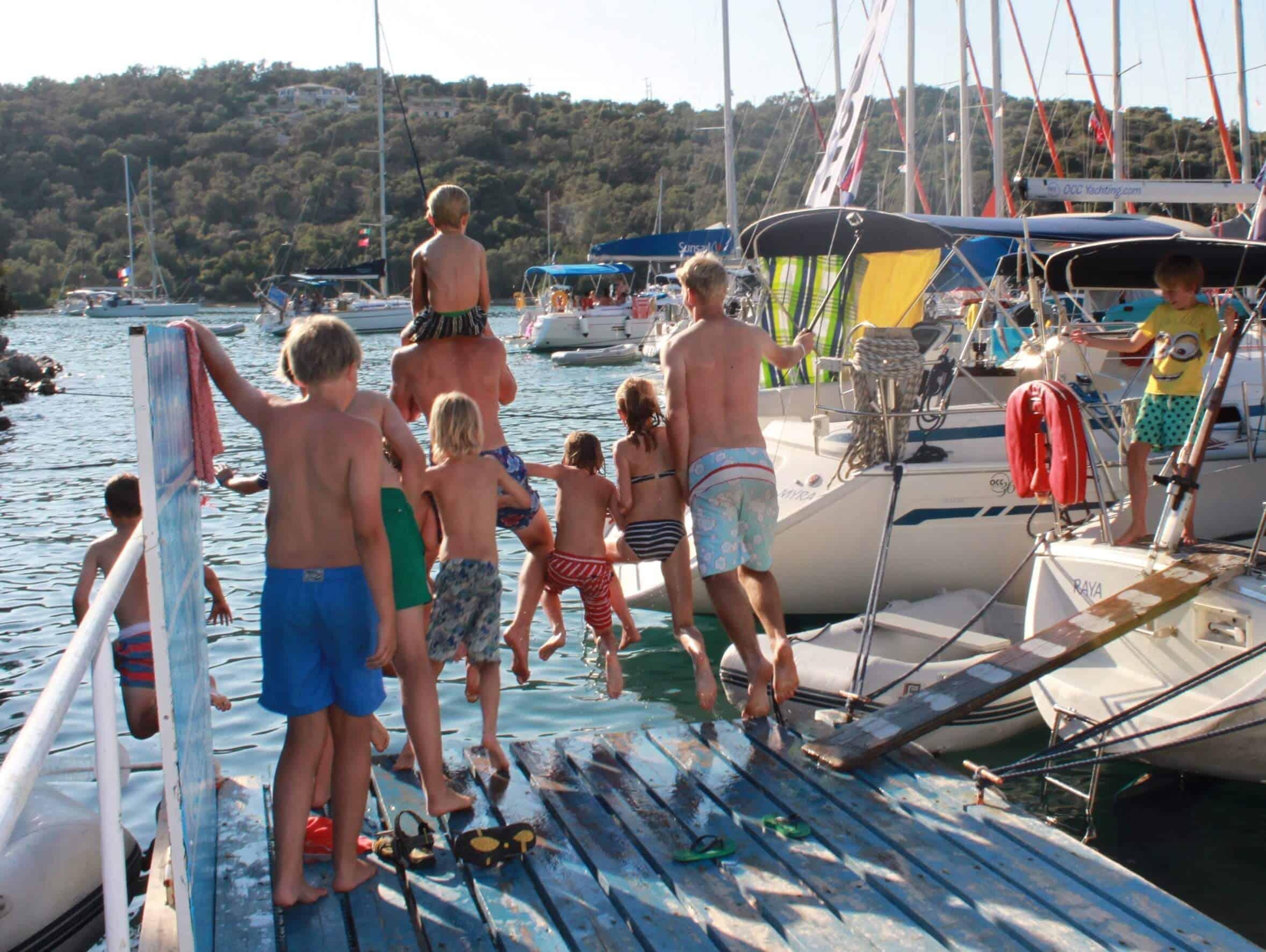 Kids zwemmen met de crew